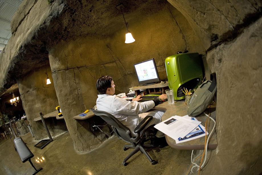 Văn phòng làm việc trong hang động