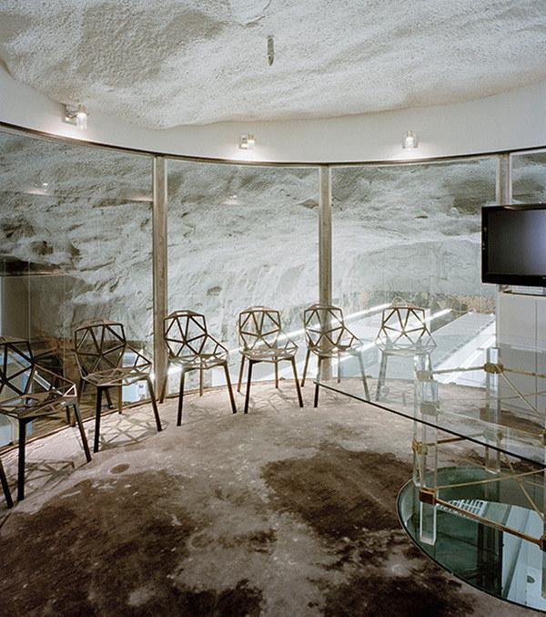 Văn phòng làm việc cải tạo từ hầm trú bom