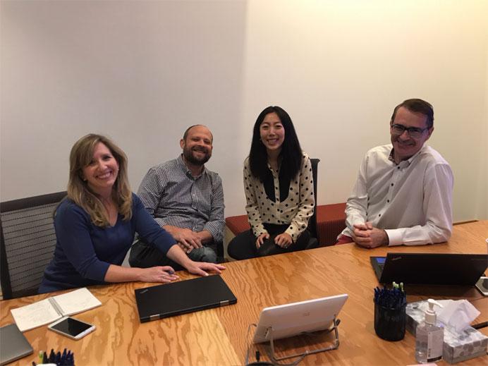 Zhuo dành phần lớn thời gian để họp thảo luận nhóm