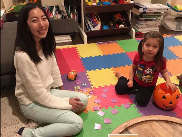 Zhuo dành thời gian chơi với con