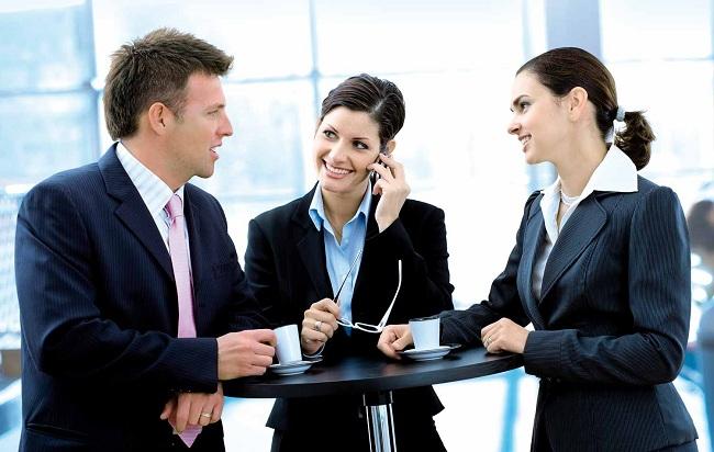 Lợi ích thật sự từ việc kết thân với đồng nghiệp bạn nên biết