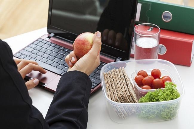 Đồ ăn vặt công sở giúp thu hút nhân tài -  Con đường ngắn nhất đến trái tim là qua dạ dày