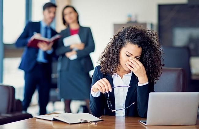 6 dấu hiệu bạn đang bị Bully ngay chính văn phòng làm việc của mình
