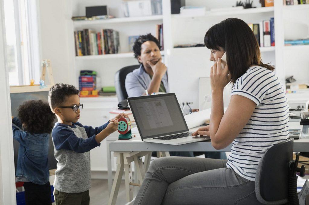 Cân bằng giữa việc chăm sóc con cái và công việc