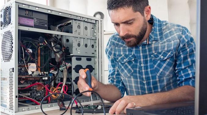 Thợ sửa máy tính